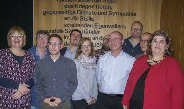Bildquelle: © Th. Levknecht (v.l.): Susanne Köhler (Stellvertreterin), Barbara Gärtner, (Kontrollkommission), Daniel Dietrich (Stellvertreter), Jonny Kraft (Schriftführer), Anne Häring (Schiedskommission), Sven Raab (Beisitzer), Heiko Unger (Mitgliederbeauftragter), Mario Scharf (Kassenwart), Christian Gieß (Schiedskommission/Juso-Vorsitzender), Heidrun Sachse (Vorsitzende)