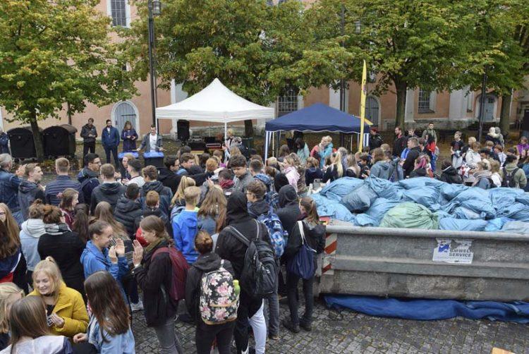 Bildquelle: © Stadt Eisenach gefüllter Container und Müll-Konzert