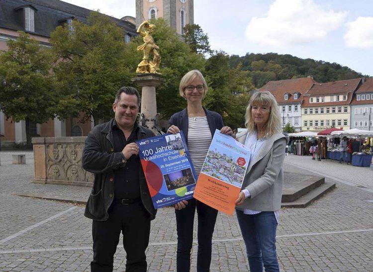 Bildquelle: © Stadt Eisenach Von links: Martin Scholz, Oberbürgermeisterin Katja Wolf und Annette Backhaus.