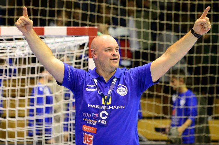 Bildquelle: sportfotoseisenach Markus Kruthoff jubelt nach dem 30:26-Sieg des THSV Eisenach in der 2. Handballbundesliga gegen TuSEM Essen