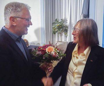Bildquelle: © Stadt Eisenach Thüringer Kulturnadel verliehen - Gratulation an Prof. Helen Geyer von Dr. Achim Heidenreich