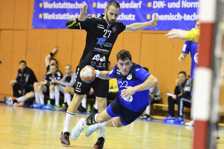Bildquelle: © Frank Arnold • sportfotoseisenach / ThSV Eisenach Armend Alaj hat sich in dieser Szene gegen Daniel Szenteski durchgesetzt