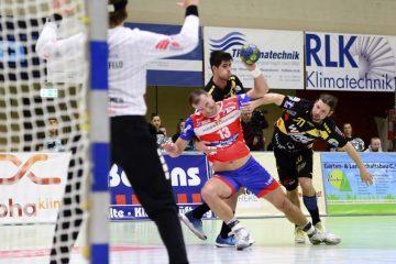 Bildquelle: © Frank Arnold • sportfotoseisenach / ThSV Eisenach Abwehrspezialist Duje Miljak rückt, wie hier beim Sieg in Krefeld, manchmal auch in den Angriff auf.