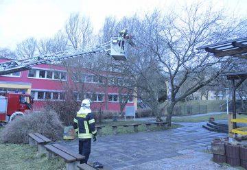 Bildquelle: © Stadt Eisenach BF Eisenach beseitigt einen abgebrochenen Ast in Eisenach Nord.