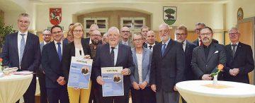 Bildquelle: © Stadt Eisenach Festliche Verabschiedung im Ratssaal des Rathauses.
